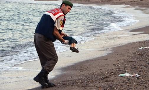 Criança morta em praia turca: símbolo de crise dos refugiados