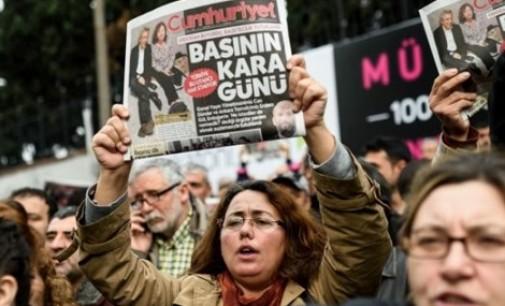 """Erdogan está em guerra contra os jornais: """"Vão pagar caro"""""""