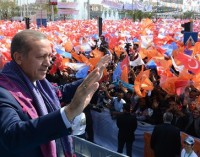 """Sociedade turca está profunda e perigosamente dividida"""