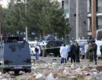 Sete policiais morrem em ataque com carro-bomba no sudeste da Turquia