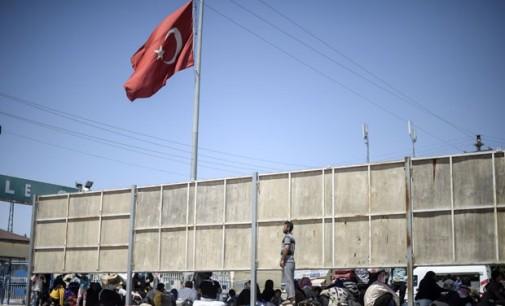 Sem dinheiro para chegar à Europa, refugiados ficam retidos na Turquia