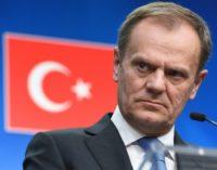 Tusk vai à Turquia pedir mais cooperação na crise de refugiados