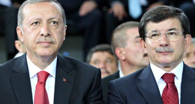 Erdogan destrói o aliado Davutoglu por poder