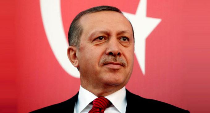 Aliado de Erdogan novo líder do AKP
