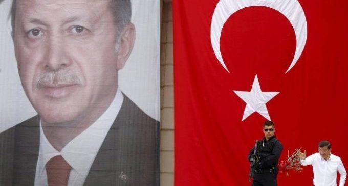 Erdogan consolida poder ao forçar renúncia do premier