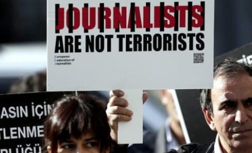 Erdogan quer incluir jornalistas em lei antiterrorismo