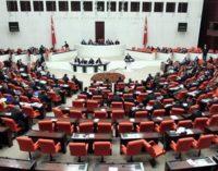 Parlamento turco apresenta relatório sobre golpe de Estado frustrado