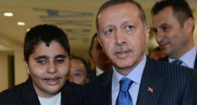 """Jornalista deficiente visual detido por """"insultar Erdogan"""""""