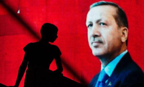Turquia fecha mais de 600 escolas privadas em onda de repressão