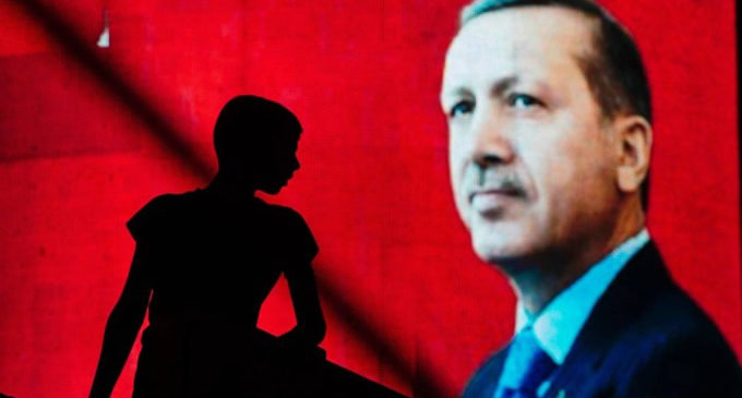 Erdogan: Silenciando críticas para permanecer no poder