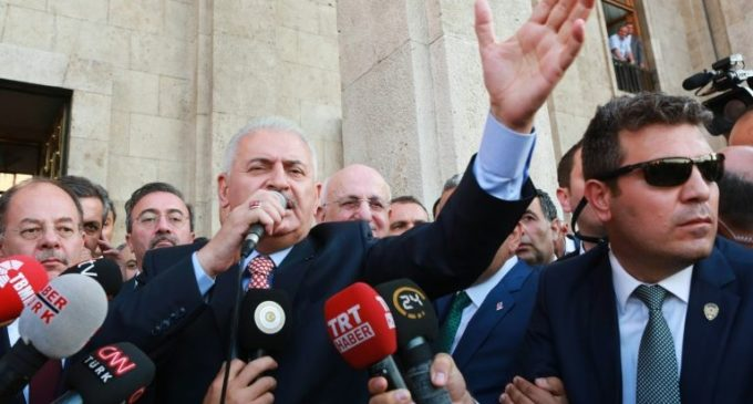 Turquia detém 26 generais; primeiro-ministro descarta vingança