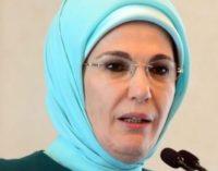 Esposa de Erdogan gasta fortuna em Varsóvia