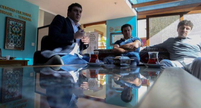 Membros da comunidade turca no Brasil temem caça às bruxas