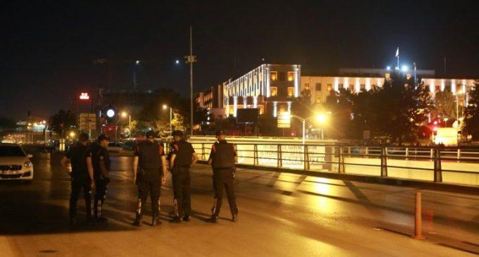 Turquia suspende 7.850 policiais por suposta relação com golpe fracassado