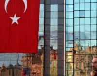 Erdogan revoga licenças de 21 mil professores