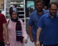 Polícia faz batida em jornal, prende chefe de redação