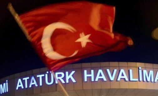 Soldados se retiram do aeroporto de Istambul
