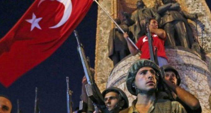 Turquia: 103 generais e almirantes detidos após golpe frustrado