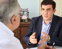 """""""Turquia está se distanciando do bloco ocidental"""" diz jornalista turco"""