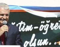 """""""Não tolerem colegas que simpatizem com Gulen, PKK"""", fala premiê aos professores"""