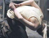 Tortura re-emerge em prisões turcas após expurgo massivo