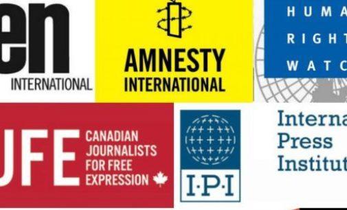 Vigilantes dos direitos e grupos de imprensa exortam a Turquia a acabar com abusos de emergência