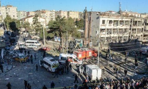 8 incluindo dois policiais mortos em ataque do PKK em Diyarbakir