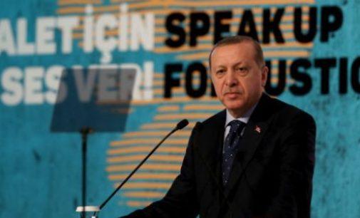 Erdogan ameaça abrir os portões das fronteiras para os refugiados após votação do PE