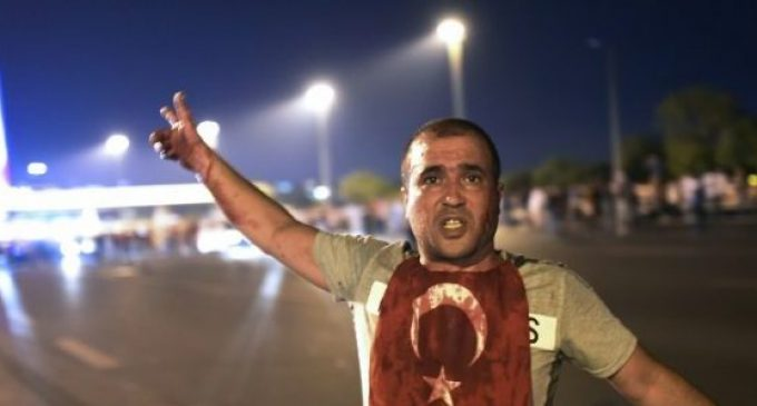 Levante democrático ou monumento ao fascismo?