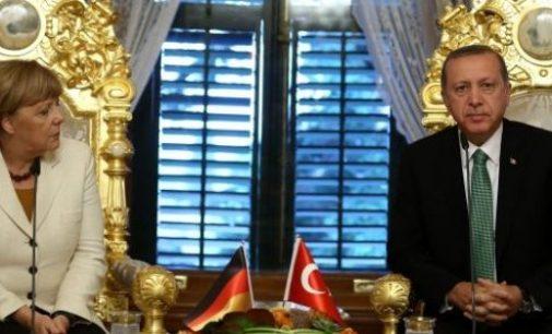Erdogan e Angela Merkel discutem a crise dos refugiados ao telefone