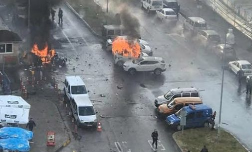 2 mortos e ao menos 7 feridos em atentado com carro bomba em Esmirna