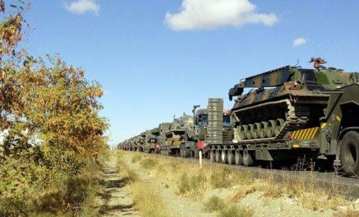 Turquia movimenta veículos blindados e tanques para sua fronteira com a Síria