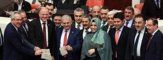 Parlamento turco aprova emendas constitucionais que expandem o poder de Erdogan