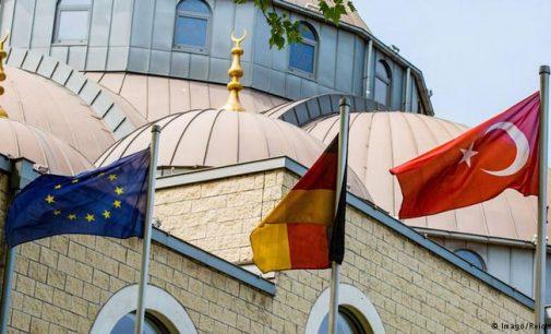 Polícia alemã invade apartamentos de 4 imãs turcos suspeitos de espionagem