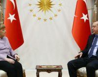 Merkel exorta Erdogan a defender a liberdade de opinião e imprensa