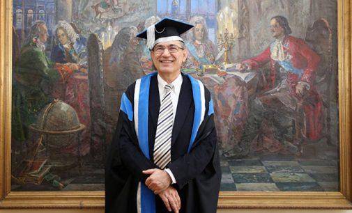 Orhan Pamuk: não quero ficar em silêncio enquanto jornais são fechados na Turquia