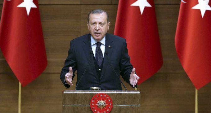 """Erdogan ameaça a Europa: """"Nenhum europeu, nenhum ocidental andará com segurança pelas ruas"""""""