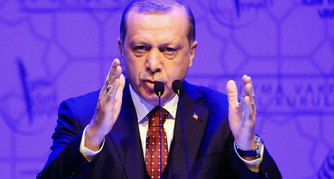 "Erdogan promete ""primavera"" política na Turquia"