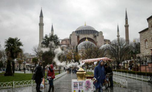 Santa Sofia ( Hagia Sophia ) deve ser aberta para a oração muçulmana pelo AKP