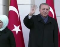 Presidente da Turquia ganha mais poderes e preocupa Europa
