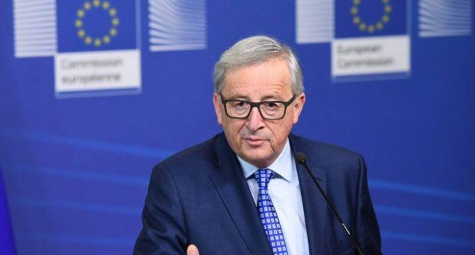 """Juncker diz que Turquia se afasta da Europa a """"passos gigantescos"""""""