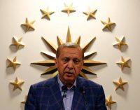 Turquia: UE pede investigação sobre irregularidades em referendo