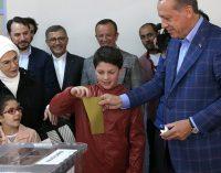 Opositores de Erdogan alegam fraude e tentam anular referendo da Turquia