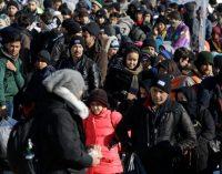 Um ano após acordo entre UE e Turquia, migrantes ainda aguardam na Grécia pela chance de seguir viagem