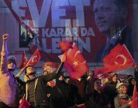 Equipe observadora diz ter sido retida em referendo na Turquia