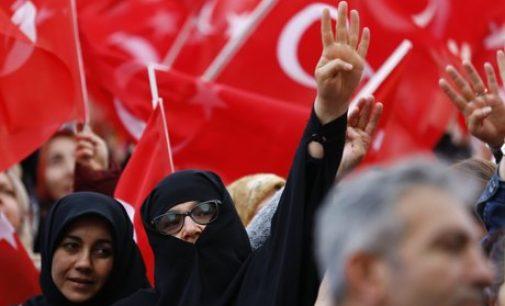 Helicóptero com juízes e comissão eleitoral cai na Turquia