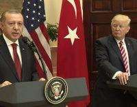 Turquia diz a Trump que não aceitará que os EUA armem milícias curdas