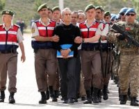 Turquia começa a julgar 221 supostos líderes de golpe fracassado
