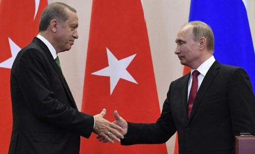 Putin diz que a Rússia está pronta para vender sistemas S-400 para a Turquia