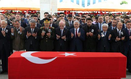 PKK curdo afirma que abateu helicóptero turco que caiu na quarta-feira